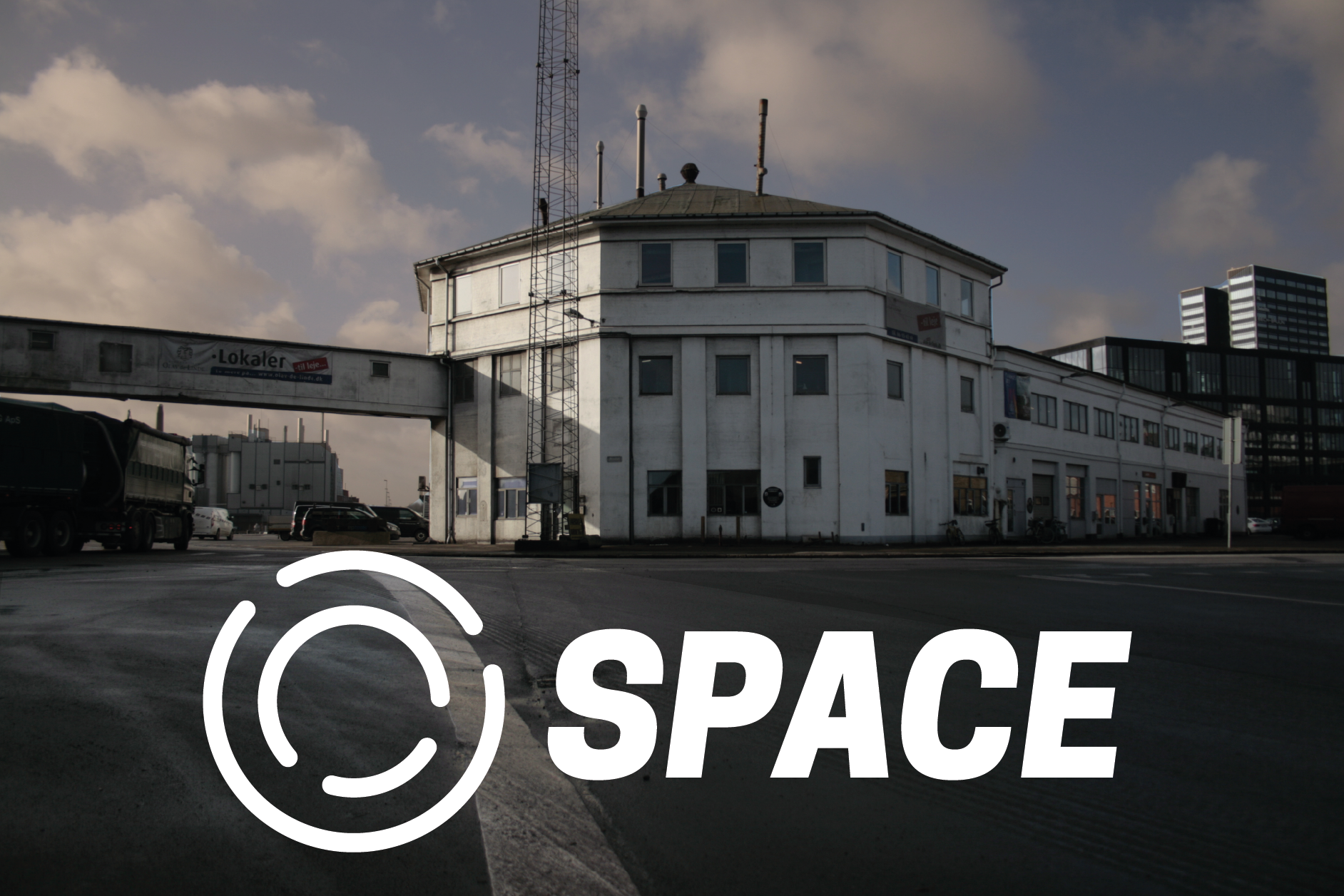 o-space-building-with-white-logotypepng - 0